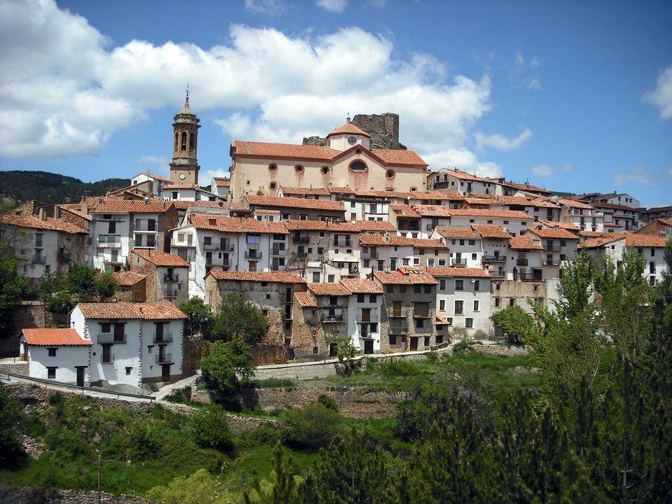 Vista de Linares de Mora desde la carretera