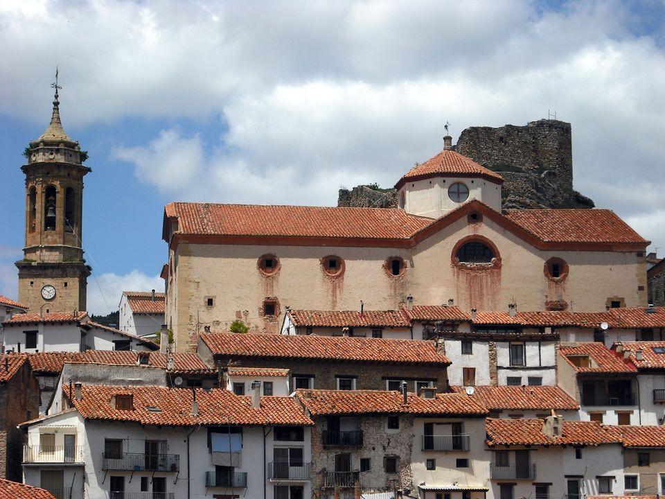 Iglesia, campanario y castillo