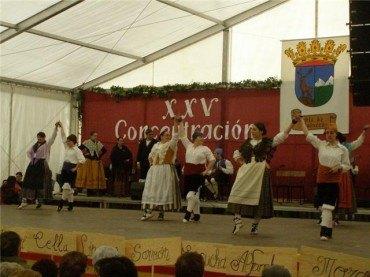 Más de mil personas se citan en la concentración de escuelas de jota